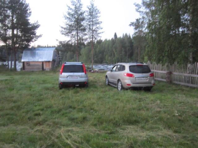 территория около дома для стоянки машин