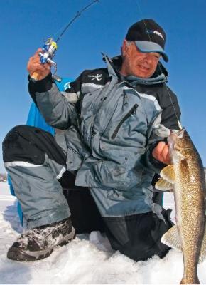 Прикрепленное изображение: фото рыбака в комбезе.jpg
