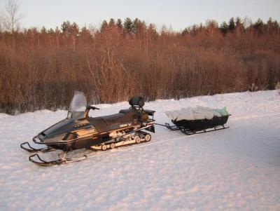 Прикрепленное изображение: снегоход с санями.JPG