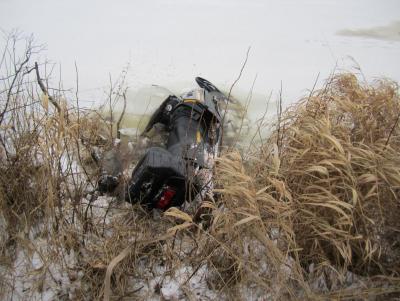 Прикрепленное изображение: утопленный снегоход.JPG